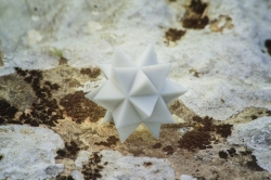 Icosaèdre augmenté blanc
